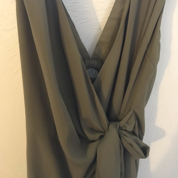Gilli Dresses & Skirts - Pretty boutique bought wrap olive dress